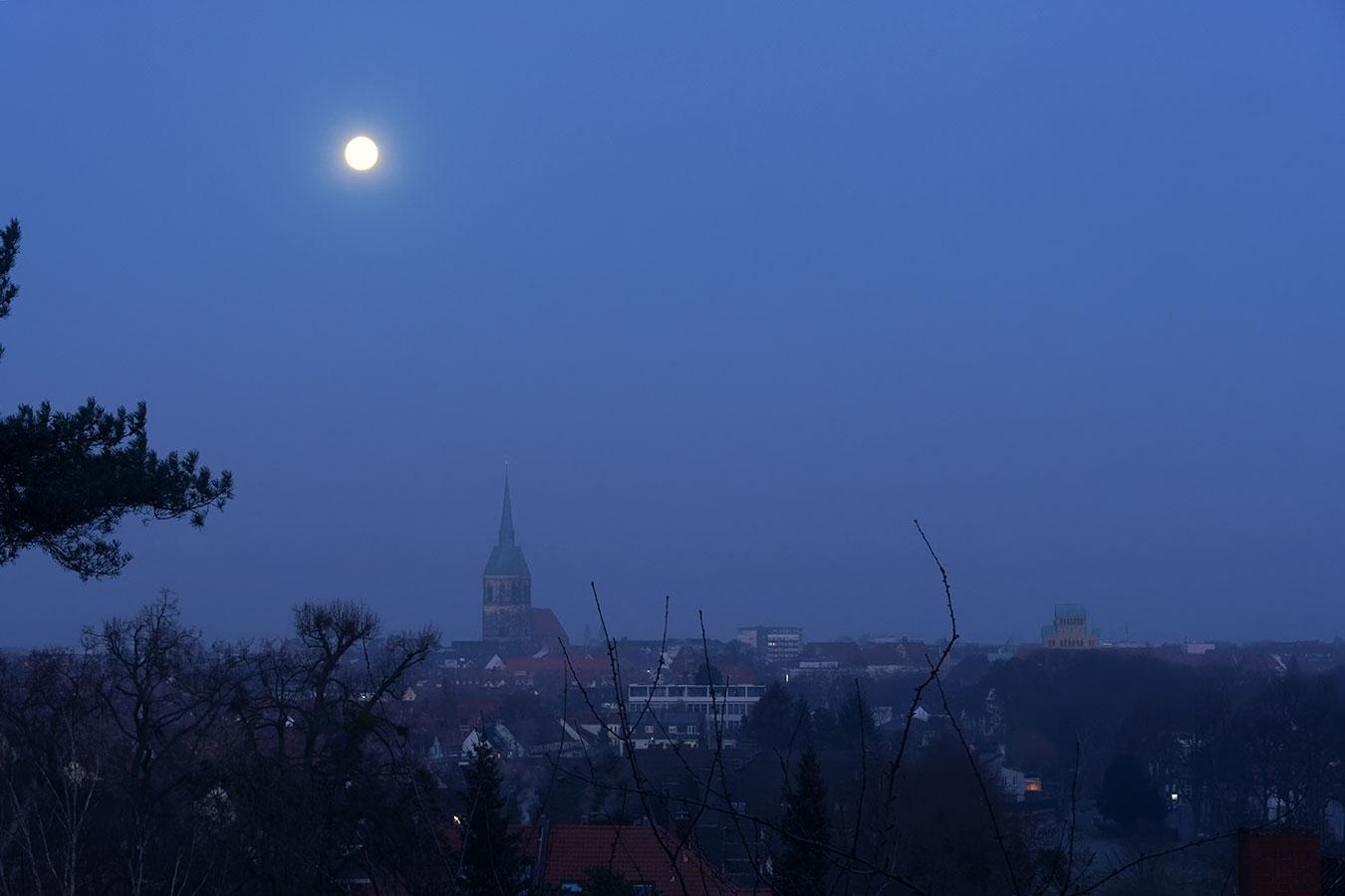 Mond über Hildesheim